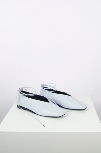 Emma Flat Leather Sky Blueblanc sur blanc 블랑수블랑